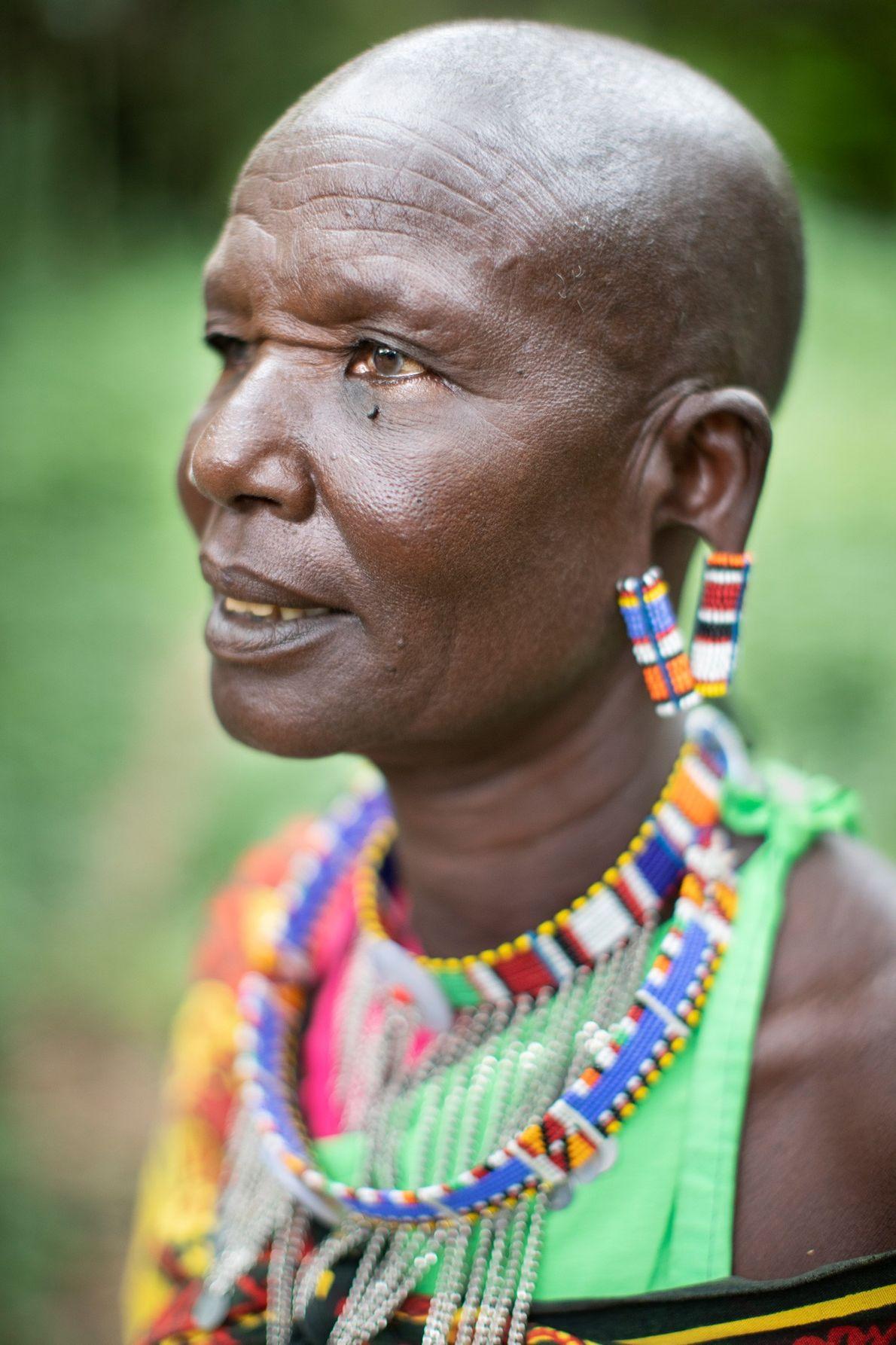 Em 2003, depois do seu marido ter falecido, Kerempe Yiaile, do Grupo Niipilikwani, começou a trabalhar ...