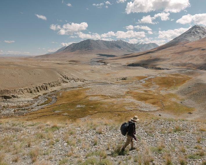 O jornalista Paul Salopek caminha pelo Corredor de Wakhan do Afeganistão no seu projeto de 34 ...