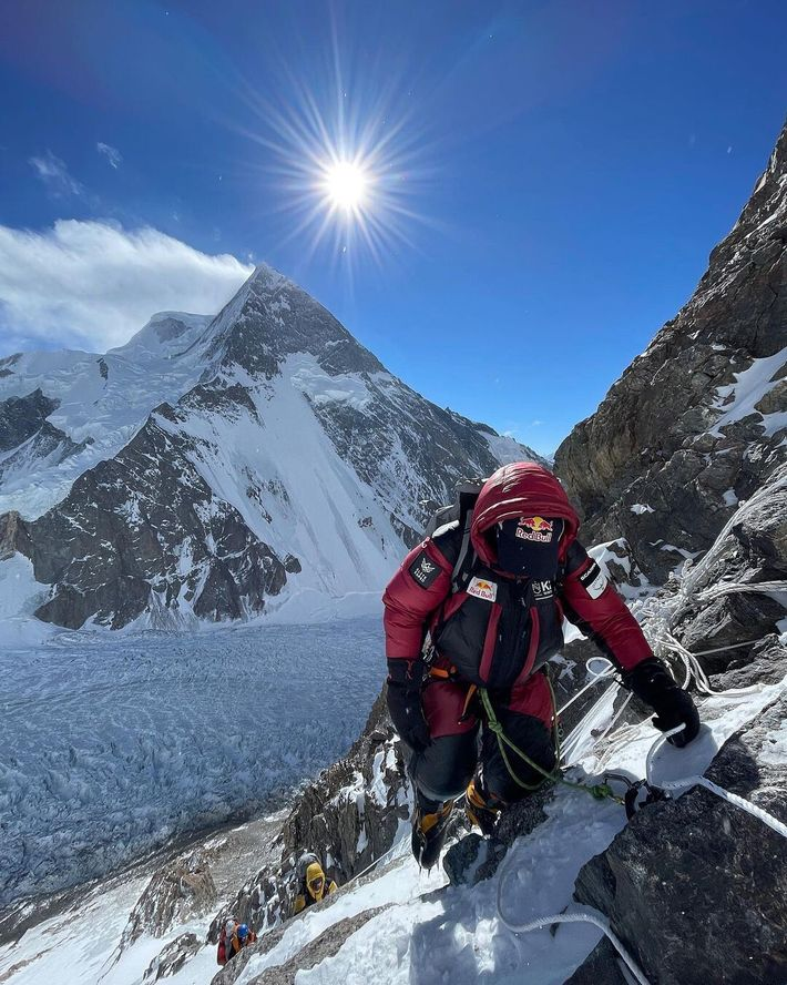 Chegar ao pico do K2 no inverno tornou-se numa obsessão para os alpinistas da elite mundial, ...