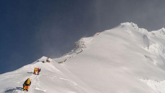 Microplásticos Descobertos no Ponto Mais Alto de Sempre: Perto do Cume do Evereste