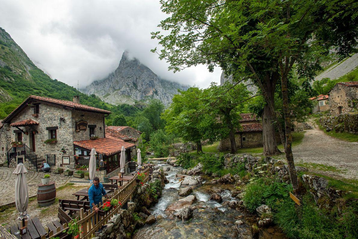 A vila de Bulnes é um cenário pitoresco nos Picos da Europa.