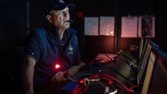 Mais conhecido por ter descoberto o Titanic em 1985, o Explorador National Geographic Robert Ballard observa ...