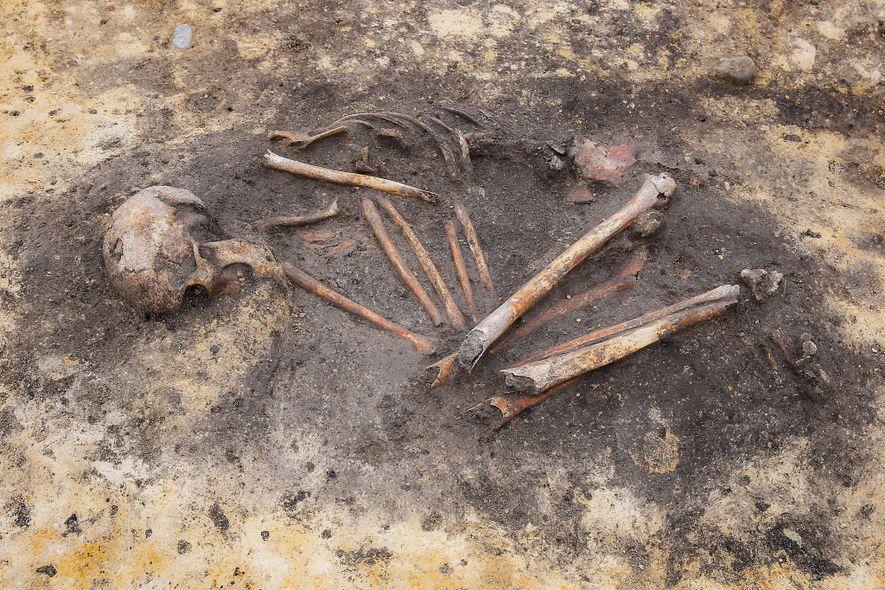 Os arqueólogos já tinham encontrado indícios de desigualdades sociais em enterros da Idade do Bronze, mas as novas análises científicas estão a ajudar a revelar as diferenças genéticas e geográficas entre as comunidades.