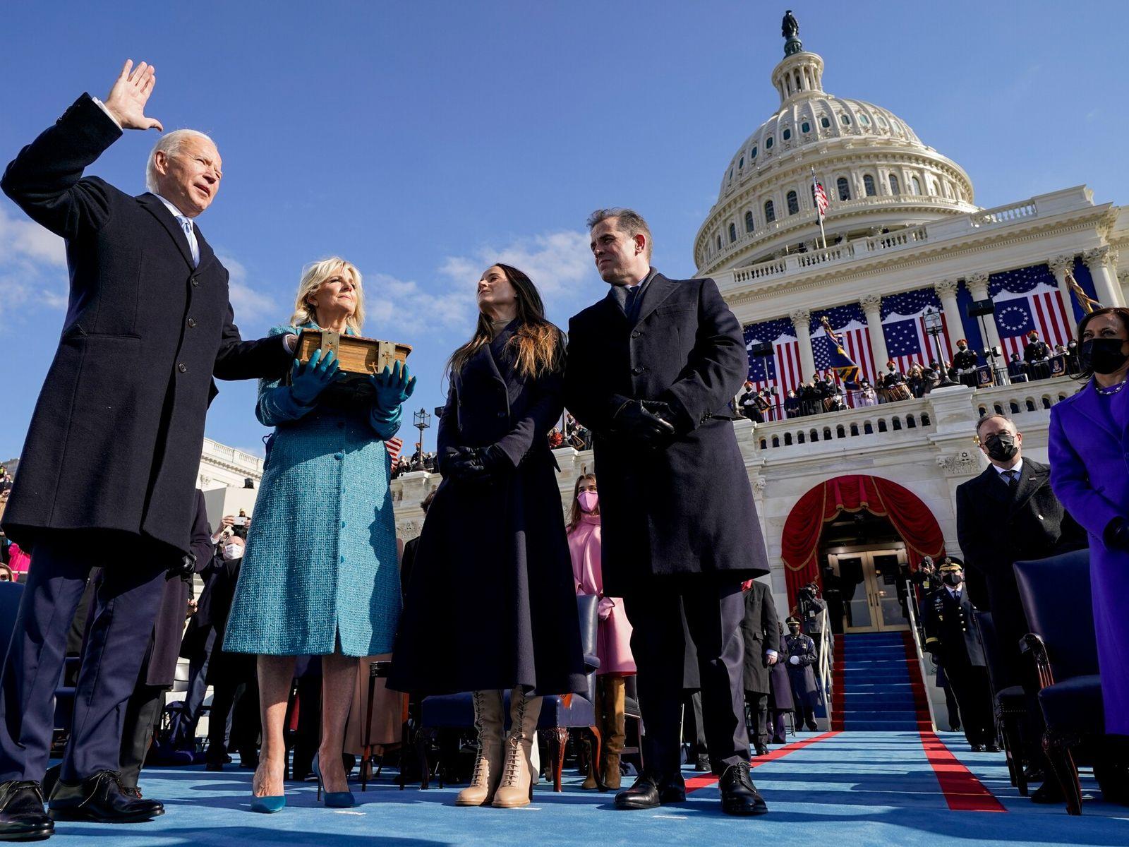 """Joseph R. Biden faz o juramento para se tornar no 46º presidente dos Estados Unidos. """"A ..."""