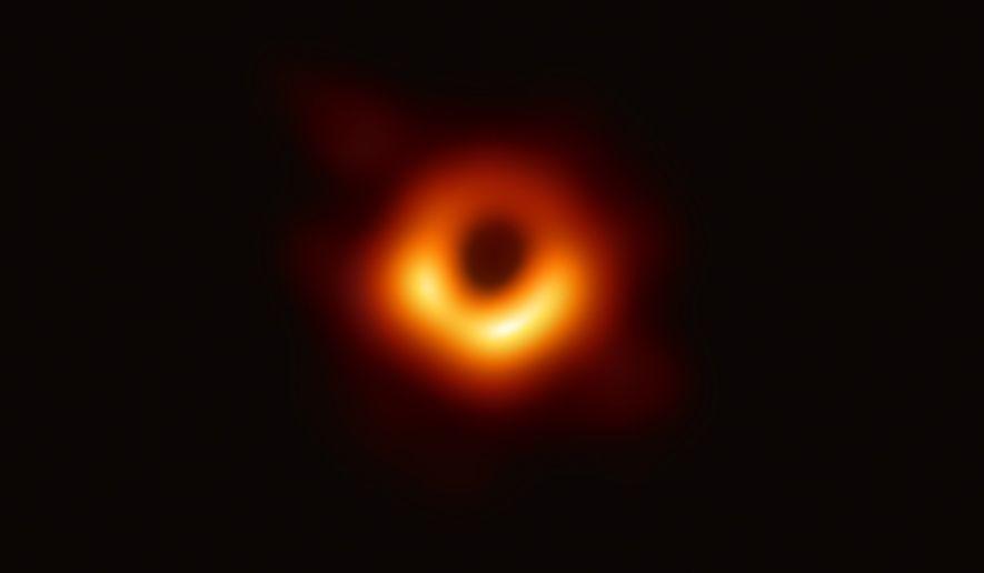 O Telescópio Horizonte de Eventos – um conjunto de radiotelescópios à escala planetária – obteve a ...