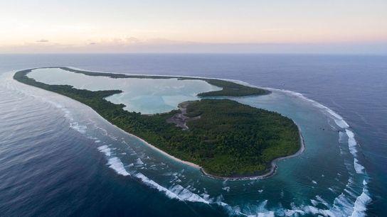 Uma vista aérea da ilha Nikumaroro, na República de Kiribati. Uma das teorias afirma que Amelia ...