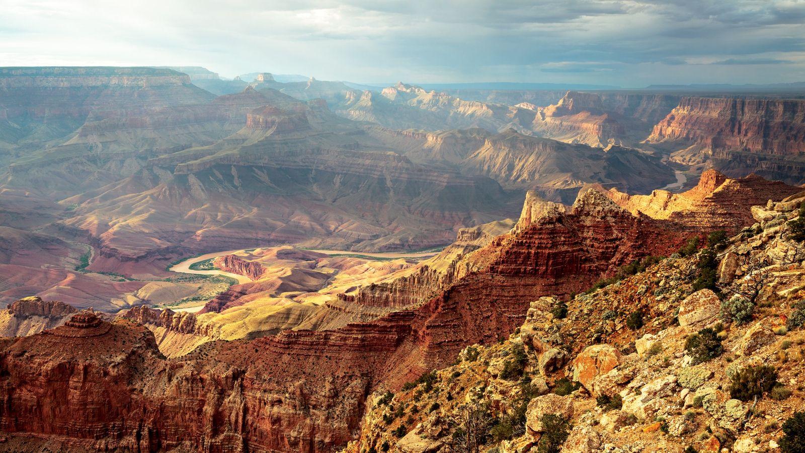 O rio Colorado serpenteia pelo Parque Nacional do Grand Canyon, no Arizona.