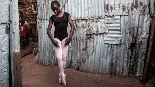 No Maior Bairro de Lata de Nairobi, Estas Jovens Bailarinas Sonham Alto