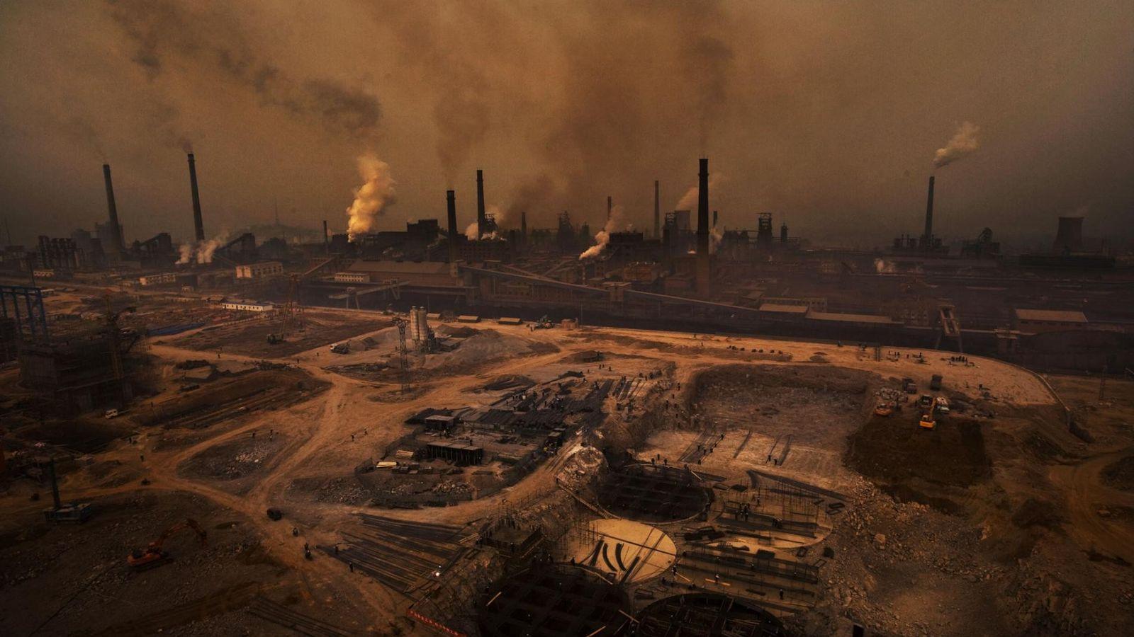 Tianjin Steel Plant, uma empresa altamente poluente que afeta profundamente os moradores da província de ...