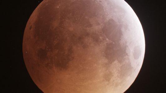 A Lua Liberta Quantidades Surpreendentes de Água Durante as Chuvas de Meteoros