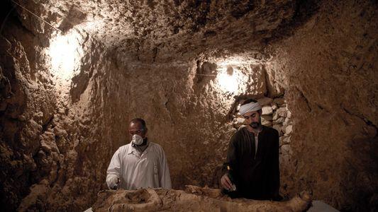 Túmulos com 3500 Anos Descobertos no Egito. Um deles com uma Múmia no Interior.