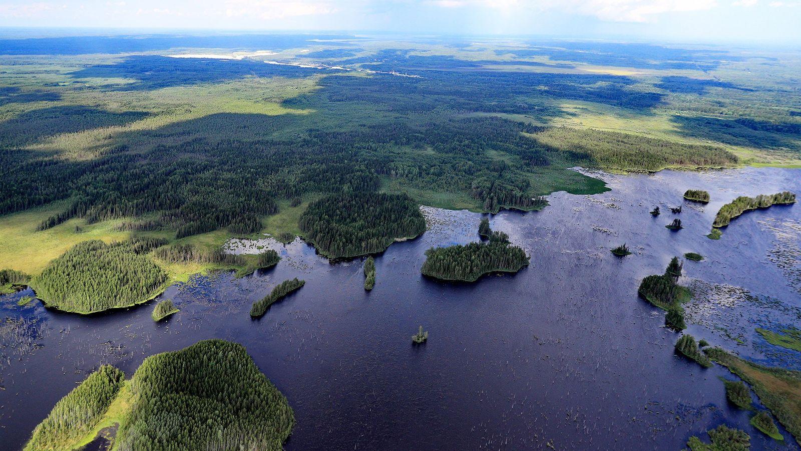Uma vista aérea do rio Vologda, na região de Vologda, na Rússia. Entre os países que ...