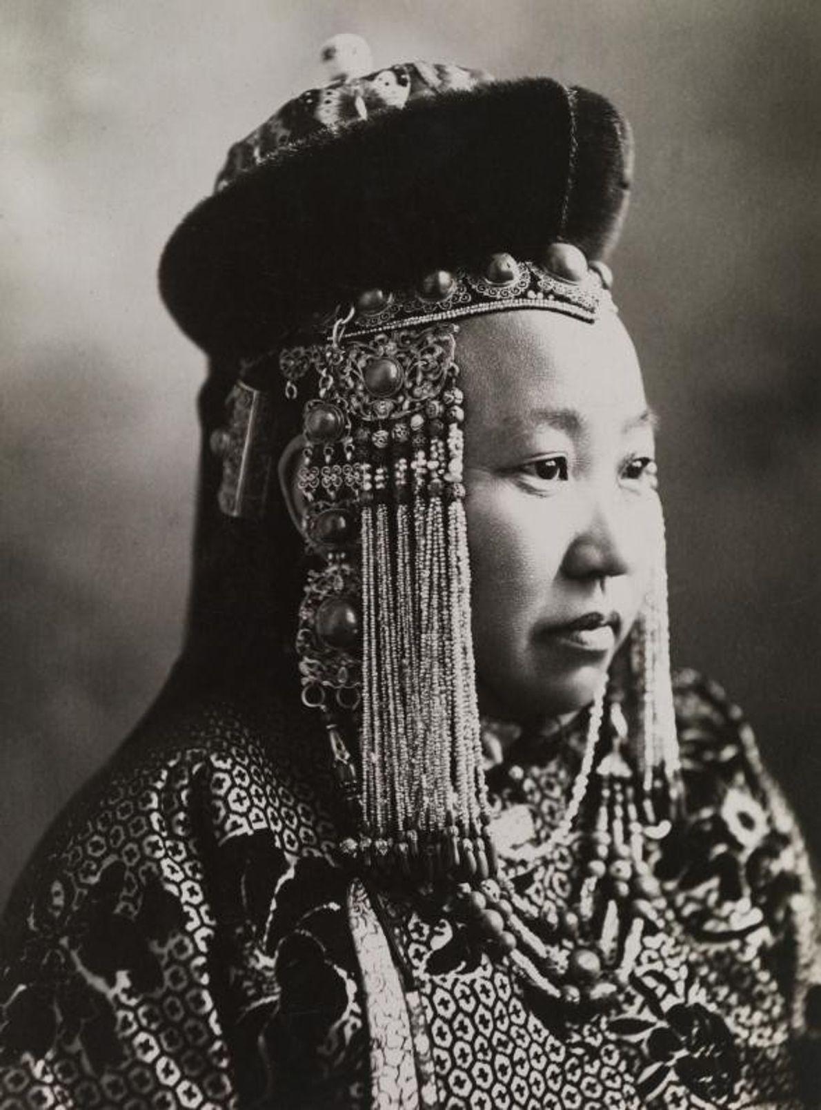 Durante milhares de anos, as mulheres governaram povoações remotas e reinaram em grandes impérios. Nesta imagem, ...
