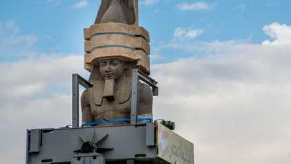 Colossal Estátua de Faraó Com 3 000 Anos Muda de Lugar