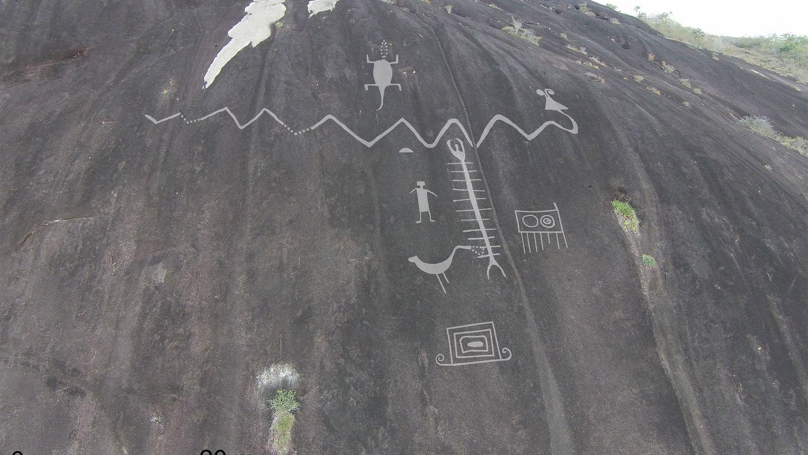 Fotografia aérea dos petróglifos gigantes