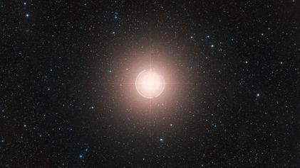 Estrela de Brilho Fraco Não Está Prestes a Explodir