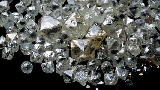 Um Milhão de Triliões de Toneladas de Diamantes Escondem-se na Profundidade da Terra