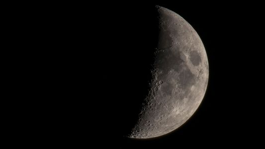 Relevo Vulcânico Invulgar Encontrado na Lua