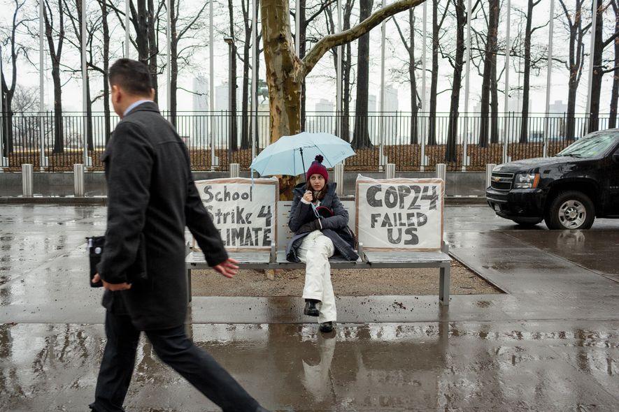 Alexandria Villasenor, de 13 anos, falta à escola todas as sextas-feiras para fazer greve em nome ...
