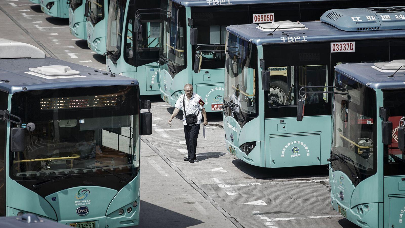 Shenzhen, na China, converteu toda a sua frota de autocarros em veículos elétricos.