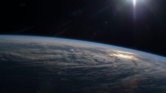 Os membros da tripulação a bordo da Estação Espacial Internacional registam inúmeras imagens da Terra que ...
