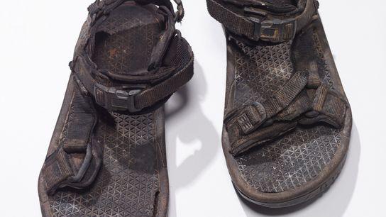 As sandálias do explorador Michael Fay.
