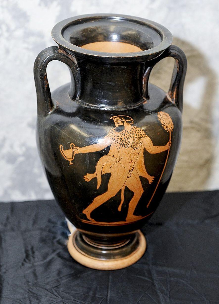 Tsirogiannis descobriu esta ânfora etrusca à venda numa galeria de Manhattan e denunciou-a às autoridades. A ...