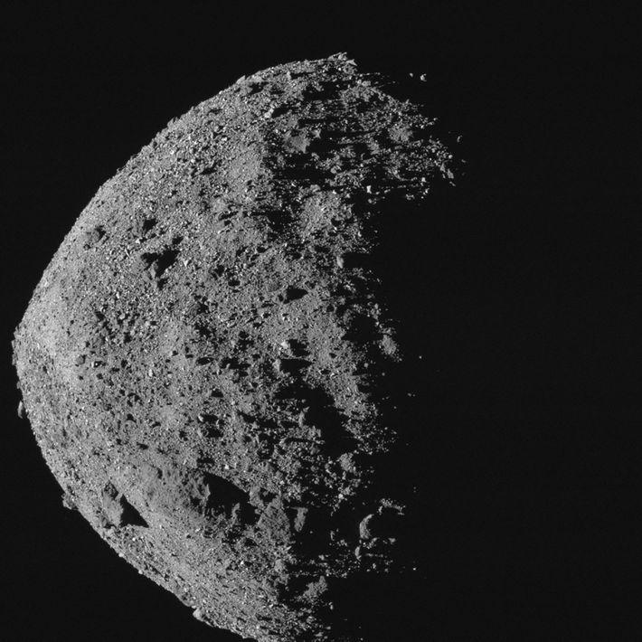 O asteroide Bennu que está perto da Terra é um pouco mais alto e mais largo ...