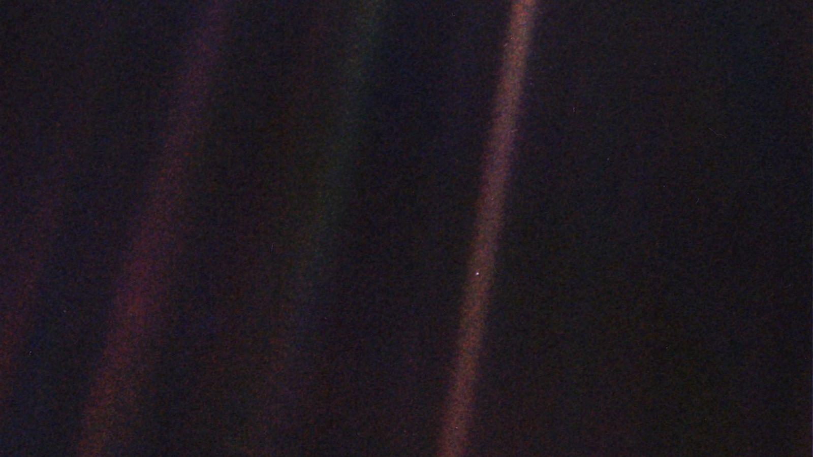 No dia 14 de fevereiro de 1990, a sonda Voyager 1 viu a Terra a uma ...
