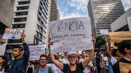 Brasil Faz Cortes no Financiamento de Cientistas