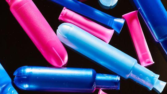 Os aplicadores de tampões são geralmente feitos de plástico, mas algumas empresas fazem tampões sem aplicadores.