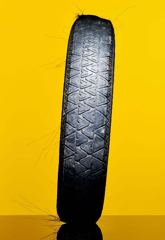Os investigadores estão a descobrir que os pequenos pedaços de plástico degradado do desgaste dos pneus ...