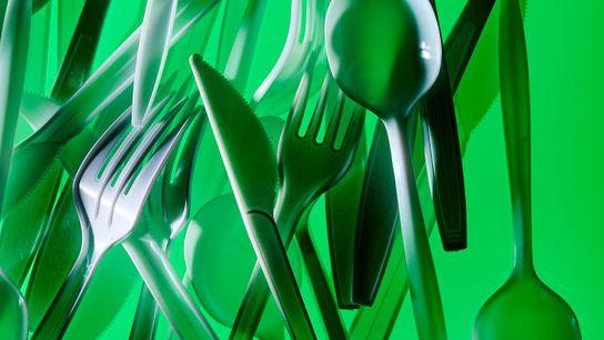 Tal como muitos itens de plástico, os talheres acabam geralmente por entrar no ambiente, onde representam ...