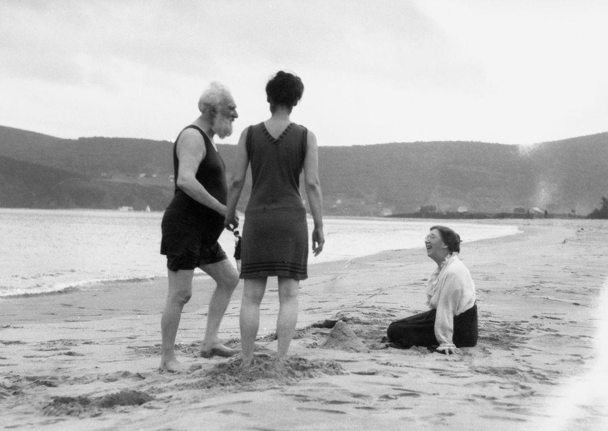 Alexander Graham Bell na companhia da família em Bras D'or Lake.