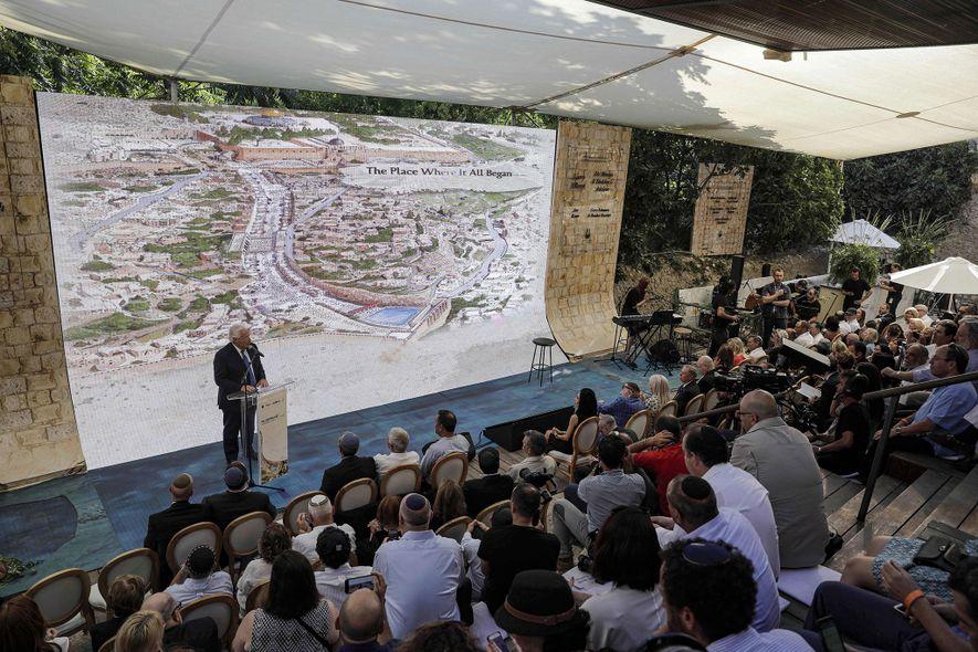Em junho passado, o embaixador dos EUA em Israel, David Friedman, discursou na inauguração da controversa ...