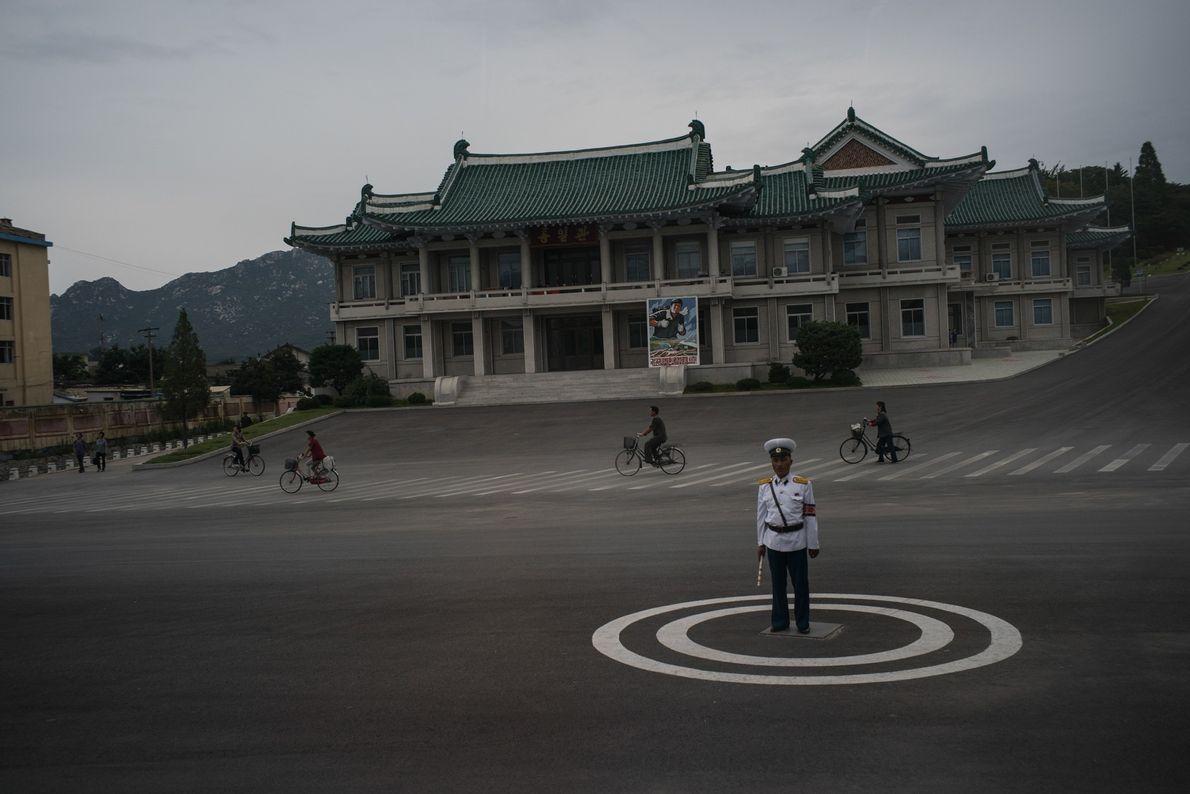 Polícia de trânsito em Kaesong, na Coreia do Norte