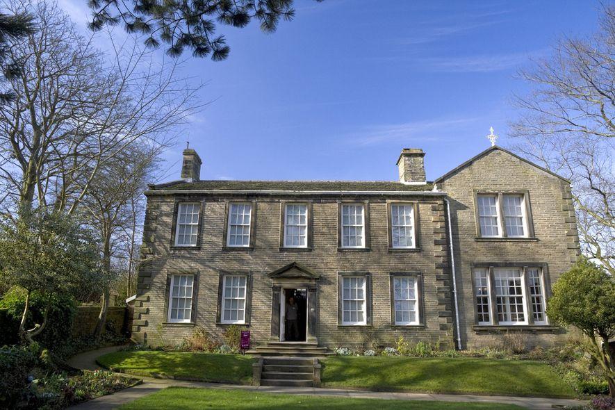 Este presbitério rural no Reino Unido era a casa da família Brontë.