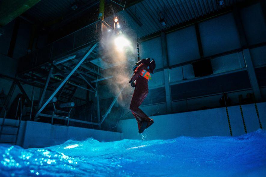 Na eventualidade de um passageiro do Polarstern cair ao mar, pode existir a necessidade de ser ...