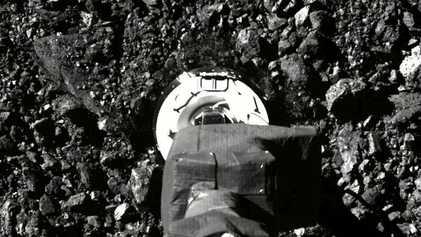 Sonda OSIRIS-REx da NASA Recolhe Amostra de Asteroide Após Susto Inicial