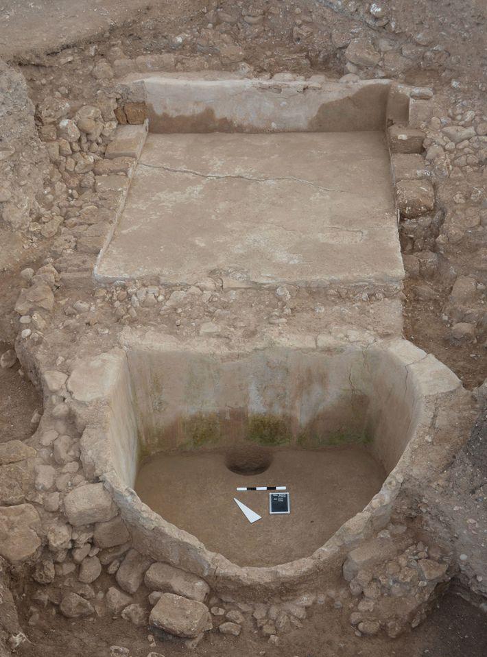 O lagar de vinho em Tell el-Burak. Embora os fenícios tenham difundido a cultura do vinho ...