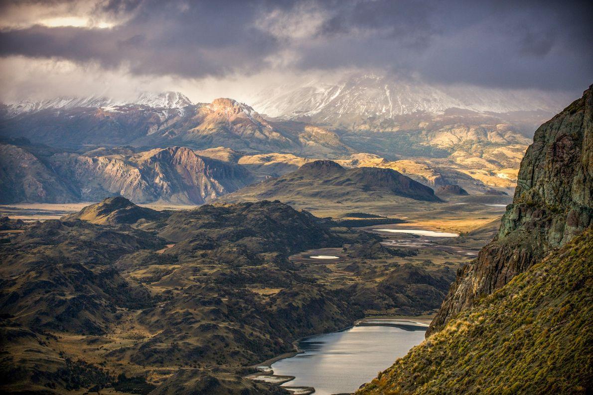 Uma tempestade a passar sobre o Valle Chacabuco, um antigo terreno de pastagem de ovelhas convertido ...