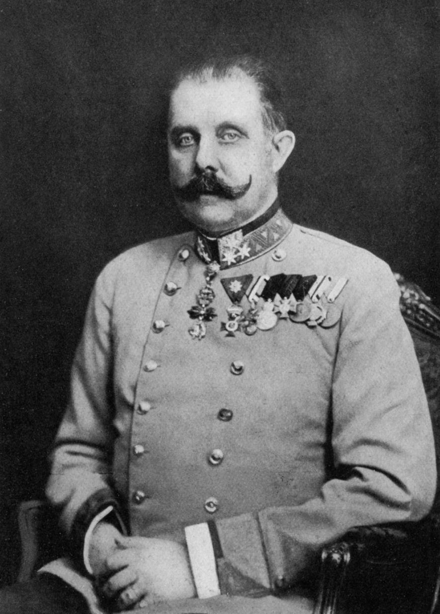 O arquiduque Franz Ferdinand (1863-1914), em cima, foi assassinado em Sarajevo por um nacionalista sérvio. O ...