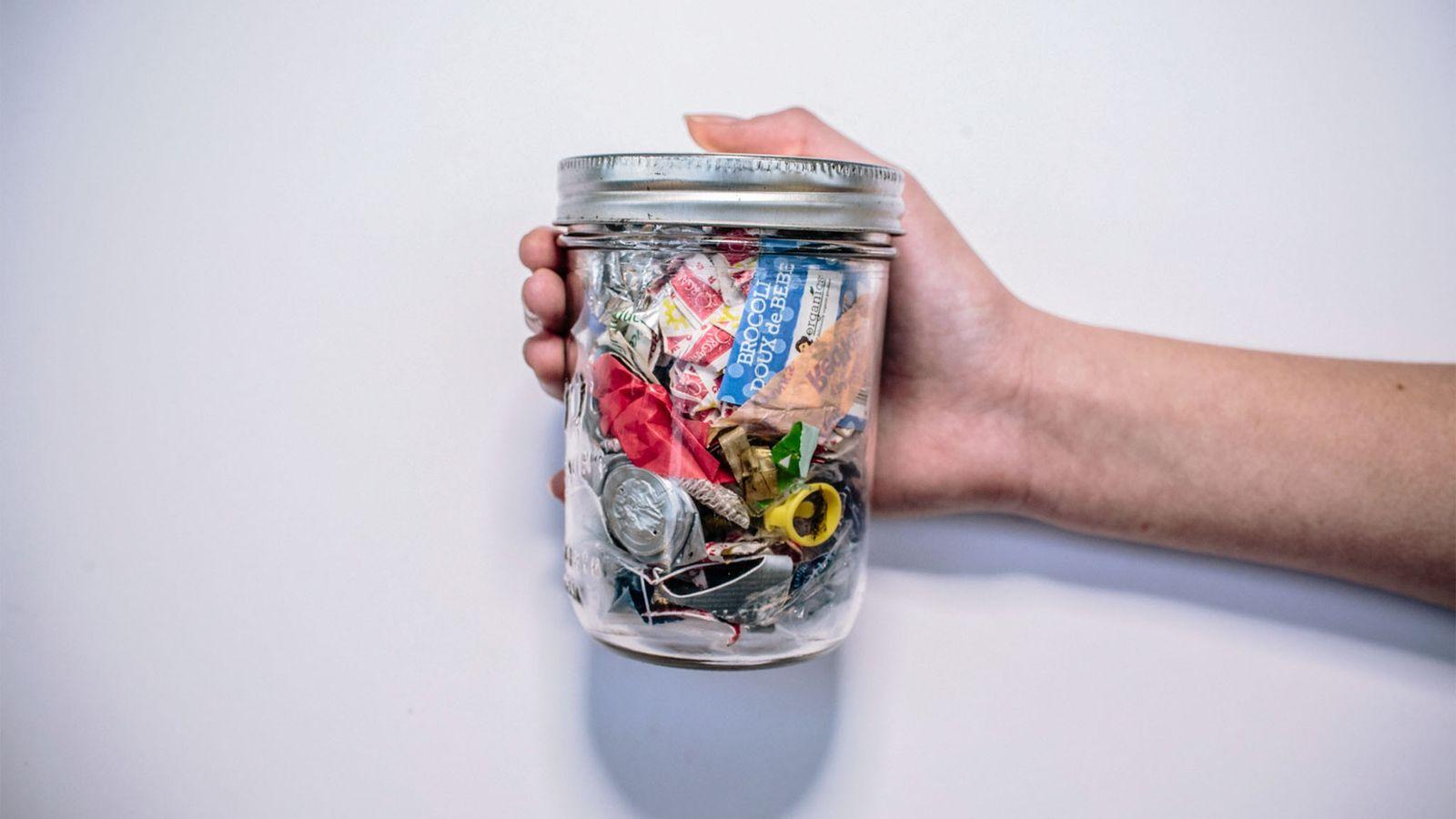Este frasco contém o lixo produzido pela californiana Kathryn Kellogg em dois anos.