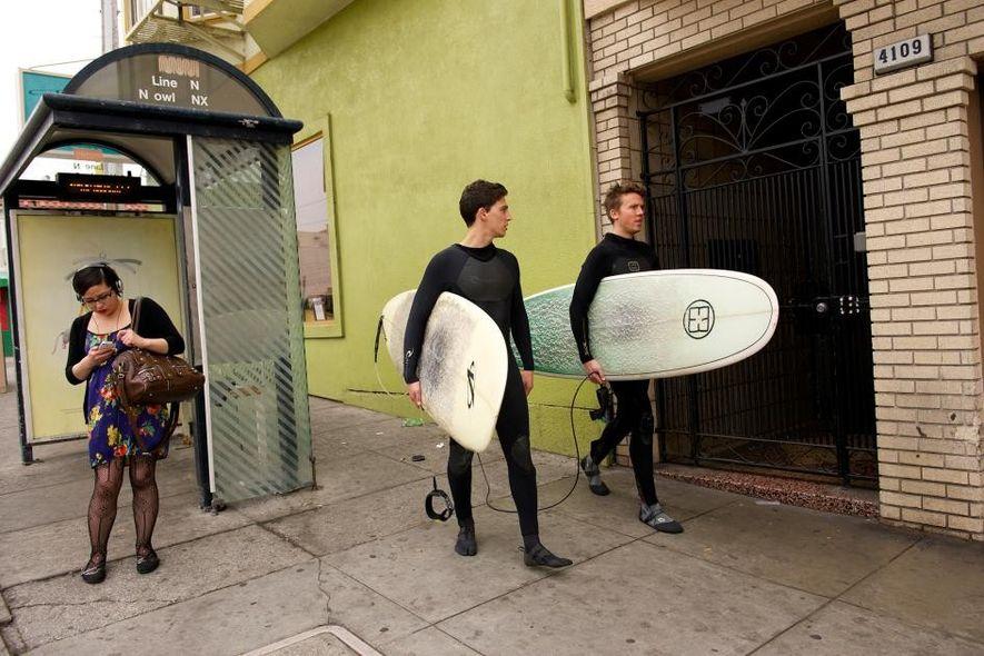 Viva o Surf! 12 Imagens Capturam a Emoção de Apanhar Ondas