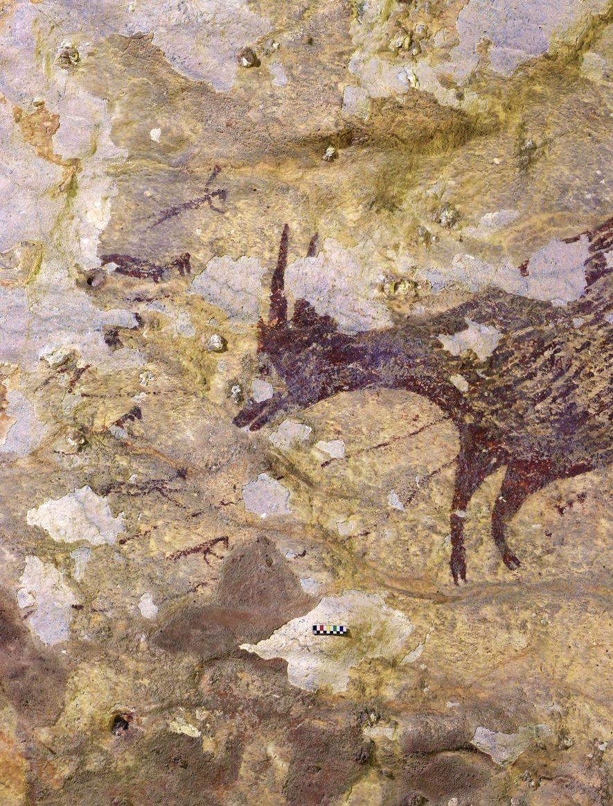 Numa parte do mural podemos ver 6 figuras pequenas em torno da cabeça de uma espécie ...