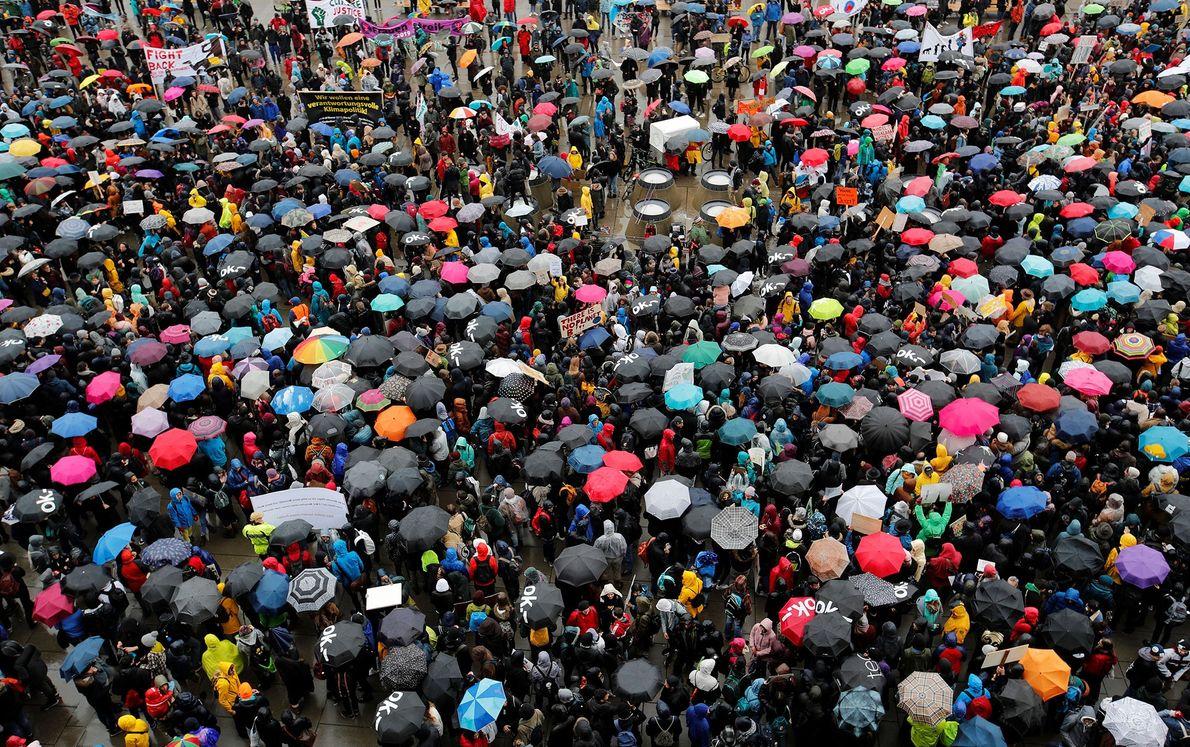 Grevistas reúnem-se em Zurique, na Suíça.