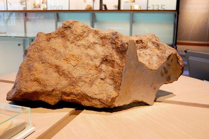 Um fragmento do asteroide cuja queda originou a cratera de Chicxulub.