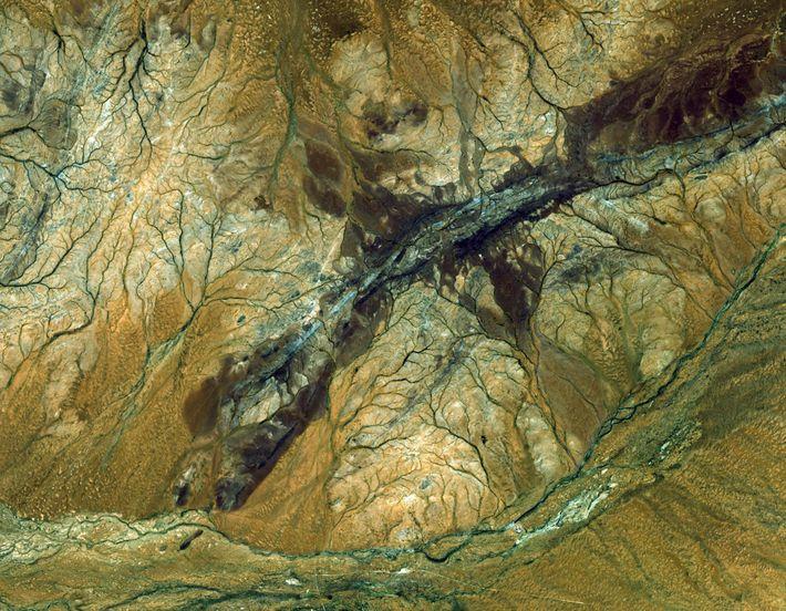 O satélite ASTER captou esta imagem da região de Jack Hills, na Austrália. É o fragmento ...