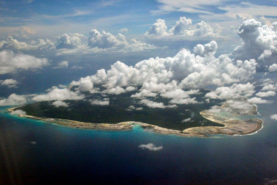 Administrada pela Índia e estritamente interdita a forasteiros, a Ilha de Sentinela do Norte, contígua a ...