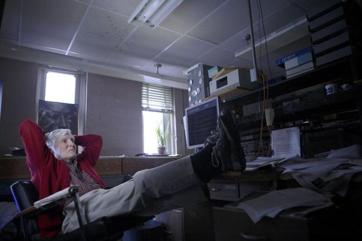 O microbiólogo Carl Woese.